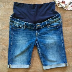 H&M Maternity shorts mid rib style